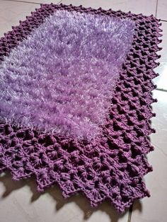 How to make an invisible decrease in single crochet Free Crochet Doily Patterns, Crochet Mat, Crochet Carpet, Manta Crochet, Crochet Doilies, Knitting Patterns, Knitting Projects, Crochet Projects, Tatting Lace