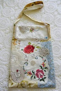 Floral Doily Market Bag Have the doilies. Have the vintage linens. Doilies Crafts, Fabric Crafts, Sewing Crafts, Sewing Projects, Lace Doilies, Embroidery Transfers, Embroidery Patches, Embroidery Thread, Embroidery Patterns