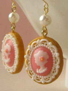 カメオのピアス Diy Galaxy, Pearl Earrings, Drop Earrings, Decoden, Old And New, Valentines, Antiques, Cute, Crafts