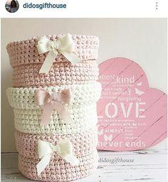 Ahhhh quanta fofura!   #cesto #cestoorganizador #tapete #crochet #croche #handmade #tapete #fiodemalha #feitocomamor #feitoamao #trapilho #totora #knit #knitting #alfombra #decor #quartodebebe #baby #quartodemenino #decor #decoracao #artesanato