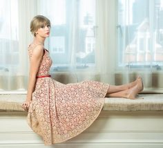 Taylor Swift style: long dress with belt