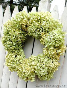 Tutorial for a super easy and super pretty hydrangea wreath.