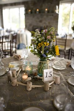 Simple rustic centerpiece. For more visit www.diybudgetweddings.com