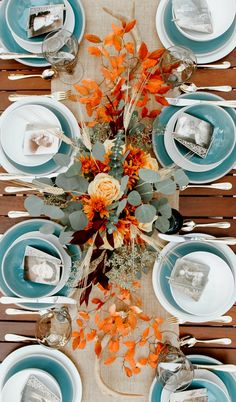 Simple & Elegant Thanksgiving Table for Fall Dinner Parties Set a simple elegant Thanksgiving table that celebrates family. These Thanksgiving tablescape ideas are easy and great for a fall dinner party table too. Thanksgiving Table Settings, Christmas Table Settings, Holiday Tables, Rustic Thanksgiving, Thanksgiving Treats, Thanksgiving Centerpieces, Thanksgiving 2020, Christmas Tablescapes, Dinner Party Table