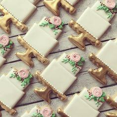 "17 Likes, 1 Comments - SUGAR & SPOON | SARA BOGART (@sugarandspoonbakingco) on Instagram: ""love + cake= happiness  . . . . .cutter from @thesweetdesignsshoppe #weddings #weddingcookies…"""