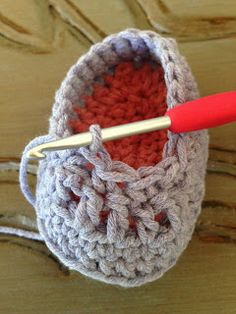 Annoo's Crochet World: Precious Newborn Fall Baby Booties Free Pattern For Right shoe Round with Pink Yarn, sl st in right side st, about 4 stitches from Middle toe, sl st all around Fasten off Col Crochet, Crochet Patron, Crochet World, Crochet For Kids, Free Crochet, Crochet Stitches, Crochet Baby Clothes, Crochet Baby Shoes, Crochet Slippers