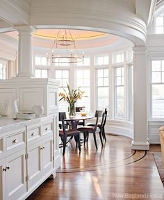 This is a great design with the dining area iby the bay window - Beautiful - #New England Style