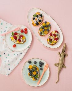 So today, we're sharing a simple but fun snack/dessert you can make and bring to a summer BBQ. We're calling them Mini Fruit Cookie Tarts. They mix fresh fruit and toppings with a crispy waffle. Waffle Cookies, Fruit Cookies, Just Desserts, Delicious Desserts, Dessert Recipes, Easy Clean Eating Recipes, Easy Recipes, Crispy Waffle, Star Food