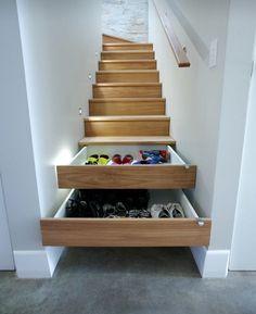 #Ideotas #Cajones empotrados bajo #Escaleras, una #Idea genial para ahorrar espacio... vía @Candidman