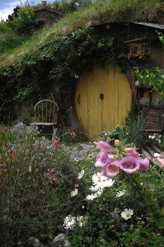 Dreamy Hobbit Hole Absolutely my dream house. A hobbit hole. & 105 best Hobbit House images on Pinterest | Hobbit home Hobbit ...