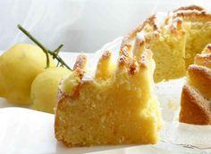 grammi di Farina, tipo 00 220 grammi di Zucchero 200 grammi di Burro, ammorbidito 4 Uova 2 Albume 2 Buccia di limone 8 cucchiai da tavola di Succo di limone 18 grammi di Lievito per dolci