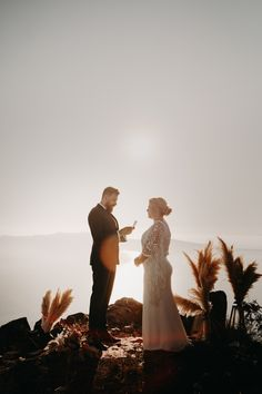 Check out these elopement ideas to make your small scale elopement feel special!| Image by Lauren and The Wolf On Your Wedding Day, Wedding Blog, Wedding Planner, Elopement Ideas, Elopement Inspiration, Courthouse Wedding Dress, Small Wedding Cakes, Hipster Wedding, Special Images