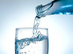 EAT SMARTER erklärt, warum Mineralwasser so gesund ist. Außerdem sagt Prof. Dr. Nicolai Worm, warum kein anderes Getränk Mineralwasser das Wasser reichen kann.