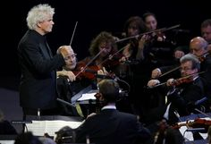 London 2012 Opening Ceremony - Conductor Simon Rattle takes part in the opening ceremony of the London 2012 Olympic Games at the Olympic Stadium July 27, 2012. REUTERS/Mike Blake (BRITAIN - Tags: SPORT OLYMPICS ENTERTAINMENT)
