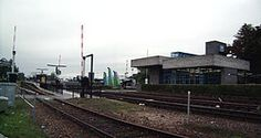 Station #Doetinchem is het belangrijkste spoorwegstation in Doetinchem aan de spoorlijn #Winterswijk – #Zevenaar. Het station, van het type GOLS groot, werd geopend op 15 juli 1885. Het huidige stationsgebouw is van recentere datum