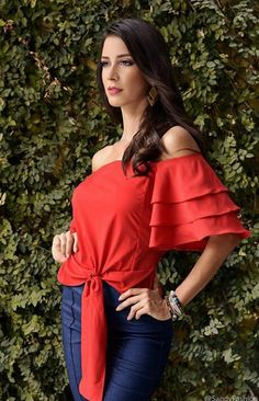 Beautiful Blouses, Tiana, Casual Tops, Nice Tops, Blouse Designs, Spring Outfits, Blouses For Women, Cute Dresses, Fashion Forward