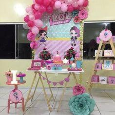 Mini mesa L.O.L. Surprise! A febre das bonequinhas nas bolas surpresas em forma de festa! Isabella 7 anos! @annyamlima Obrigada às minhas parcerias ! Decoração: @festasepetalas Acervo: @loque_e_decore @maede3decora Artes gráficas: @atelie.eco.art #lolsurpriseparty #temalolsurprise #festamenina #amornosdetalhes #festaafetiva #minitable #afestaqueeuquero #facaafesta #vitrinedasfestas #catalogodeideias #afestatoda #blogtudoquemeinspira #fazendoanossafestaoficial #afestaqueeuquero #joyinth...