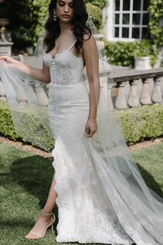 CALLA LILY minimalist wedding veil 2 Headpiece Wedding, Wedding Veils, Wedding Dresses, Wedding Hairstyles For Long Hair, Minimalist Wedding, Calla Lily, Bridal Looks, Floral Wedding, Blush Pink