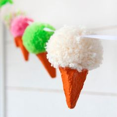 Make a Pom Pom Icecream Garland - Pysselbolaget - Fun Easy Crafts for Kids and Parents Fun Easy Crafts, Easy Crafts For Kids, Diy For Kids, Crafts To Make, Pom Pom Crafts, Yarn Crafts, Pom Pom Tutorial, How To Make A Pom Pom, Pom Pom Garland