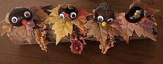 Mooi herfstukje met kastanje hoofdjes op een flinke boomtak. Wreaths, Scouting, Christmas Ornaments, Halloween, Holiday Decor, Floral, Christmas Jewelry, Florals, Christmas Baubles