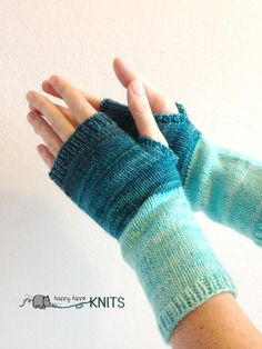 Ocean Blue Gradient fingerless mittens  blue by HappyHippoKnits #etsy #etsyfinds
