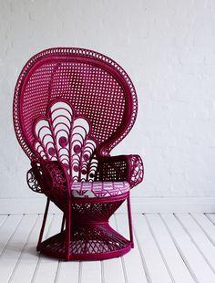 http://4.bp.blogspot.com/-bvOGfRYp3NI/USVOszr15YI/AAAAAAAALP4/pbhUw2QqO7s/s640/peacock+chair.jpg