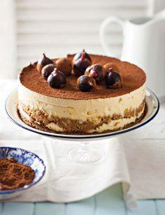 Ek is verslaaf aan Cake Boss (DStv-kanaal Dié Italiaanse bakker woon in Amerika en een van sy spesialiteite is 'n tiramisu-koek. Hier is my weergawe van hierdie ikoniese nagereg. Kos, Cannoli, Cake Recipes, Dessert Recipes, Tiramisu Cake, Cake Boss, Sweet Tarts, Let Them Eat Cake, Just Desserts