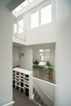 Voici le projet de rénovation d'un duplex situé dans un vieux bâtiment à Amsterdam, réalisé par MAMM DESIGN. Ce logement pour une famille de 4 personnes a