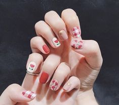 a variety of beautiful personality nails, to provide you with a better reference - Page 33 of 60 - BEAUTIFUL LIFE Tulip Nails, Flower Nails, Solid Color Nails, Nail Colors, Gel Nails, Acrylic Nails, Stiletto Nails, Coffin Nails, Cute Nails