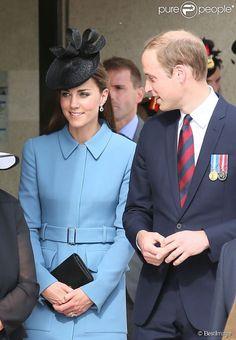 """Le prince William et Kate Middleton, duchesse de Cambridge, arrivent à la cérémonie sur la plage """"Gold Beach"""" à Arromanches pour les commémorations du 70e anniversaire du débarquement sur les plages de Normandie lors de la Seconde Guerre Mondiale, le 6 juin 2014."""