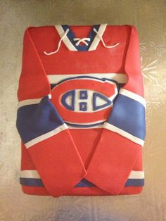 Montreal Canadiens Jersey Cake - and then you set it on fire right? Use the person who ordered it as a piñata maybe? Oh how I hate that team. Hockey Birthday, Hockey Party, Boy Birthday, Football Parties, Montreal Canadiens, Hockey Cakes, Hockey Goalie, Dream Cake, Occasion Cakes