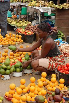 Fruit seller . Angola