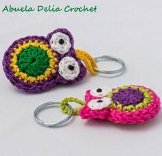 Buho en Crochet para Llaveros o Souvenirs Crochet Owls, Crochet Animals, Crochet Flowers, Crochet Baby, Knit Crochet, Crochet Designs, Crochet Patterns, Small Crochet Gifts, Diy Christmas Ornaments