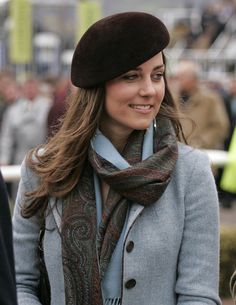 Kate Middleton's beret and scarf are the perfect look for Fall