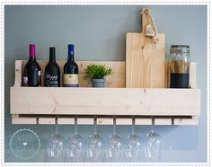 Wijnrek 'eight glasses' ♥ Dit stoere wijnrek is helemaal gemaakt van steigerhout (inleg is van mdf) en bied plek voor +-8 flessen wijn en 8 wijnglazen. Op de foto hebben wij grote wijnglazen gebruikt, de standaard maat van een wijnglas is een stuk kleiner.♥ ♥ Voor meer informatie bezoek onze website www.woodbrand.nl ♥
