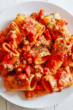 Paccheri with Sausage in creamy tomato sauce is an easy yet elegant Italian pasta dish to make at home! This short tubular pasta is smothered in a tomato cream sauce with bell peppers, garlic, and Pasta Recipies, Seafood Pasta Recipes, Pasta Meals, Italian Pasta Dishes, Italian Pasta Recipes, Speisenkarten Designs, Creamy Tomato Sauce, Tomato Cream Sauces, Vegetarian Chicken