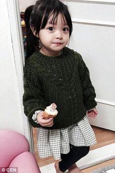 Jae-eun can be seen dressed in a winter green jumper as she enjoys a cupcake Cute Asian Babies, Korean Babies, Asian Kids, Cute Babies, Baby Kids, Cute Korean, Korean Girl, Beautiful Children, Beautiful Babies