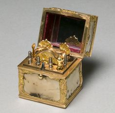 Nécessaire with Grooming Implements, c. 1760-65  manner of James Barbot (British), gold, agate, interior fitted with implements. © Cleveland Museum of Art