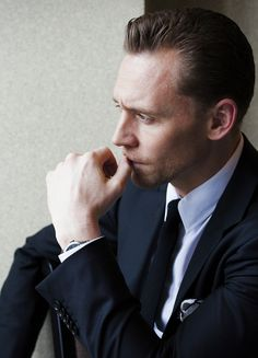 Tom Hiddleston photographed by Takako COCO Kanai in Japan for cinematoday. Via Torrilla (http://m.weibo.cn/status/4091505709046151#&gid=1&pid=9) Full size image: http://wx1.sinaimg.cn/large/6e14d388gy1fe6fxsmadzj21kw11qgwe.jpg