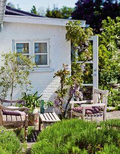 23 Peaceful And Cozy Nordic Garden Décor Ideas   Gardenoholic