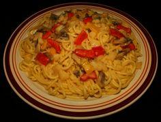 Spaghetti with Creamy Mushroom & Pepper Sauce #Spaghetti #Creamy #Mushroom #BellPeppers #Sauce #Food