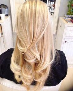 Blonde hair blowout