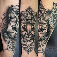 coolTop Geometric Tattoo - cat geometric tattoo