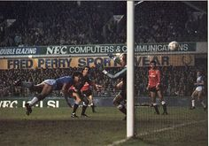 26 December 1985 Graeme Sharp dives to head home against United