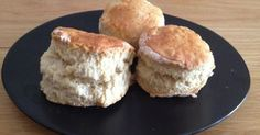 Des scones parfaits...  R ien que ça.     J'en ai testé des recettes de scones, trouvées ça et là sur des sites et des blogs français et an...