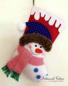 7 Botas Natalinas em Feltro - Molde para artesanato Felt Stocking, Christmas Stockings, Holiday Decor, Instagram, Home Decor, Christmas Decor, Door Hangings, Christmas Ornaments, Felt Wreath