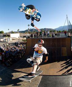 ¿Qué pensarías de un evento de bowl para señores de más 50 años? Excepto uno, que tiene 47. ¿Y si te dijese que el 'joven' es Christian Hosoi? Y que el evento se llama El Gato Classic y lo organiza Eddie 'El Gato' Elguera? Y que acudió Tony Hawk a una demo de vert que se hizo durante el evento… #skatelegends #40sk8 #bowl #oldschool #skate #skateboarding #skateboard #elgatoclassic   http://bit.ly/gato-classic-2015