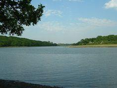 http://upload.wikimedia.org/wikipedia/commons/thumb/d/dc/RiverHambleUpstream.jpg/800px-RiverHambleUpstream.jpg