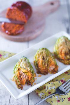 I #fiori di #zucca al #forno sono un #antipasto leggero e sfizioso, con un ripieno dal gusto inaspettato: ricotta, stracciatella e 'nduja... impossibile resistere! ( #stuffed #zucchini #flowers in #oven ) #Giallozafferano #recipe #ricetta #summer #zucchine