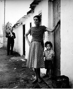 AHORA VIENE EL COBRADOR (BARRACAS DE MONTJUÏC, BARCELONA 1962)